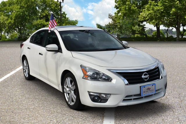 Pre Owned 2013 Nissan Altima 3.5 SV